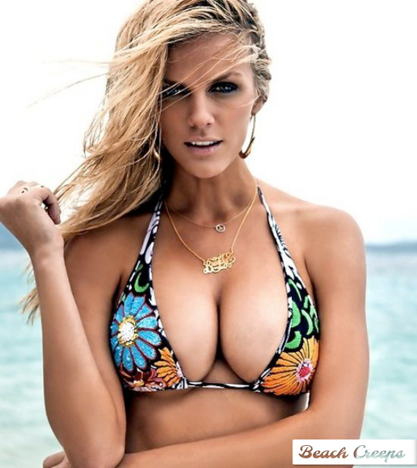 Celeb Brooklyn Decker Bikini